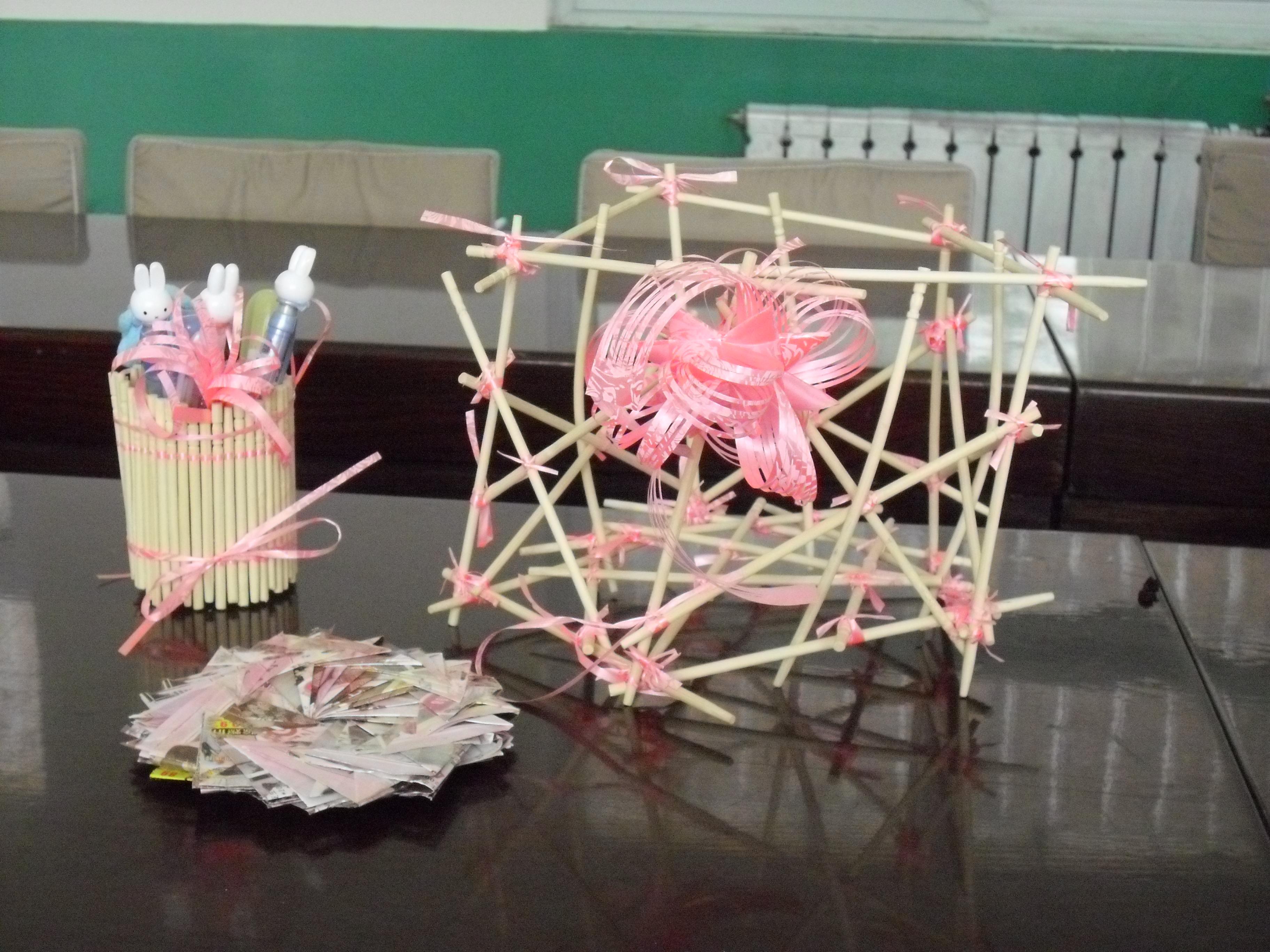 2011年河北组——希望小学低碳作品:笔筒、果篮、杯垫